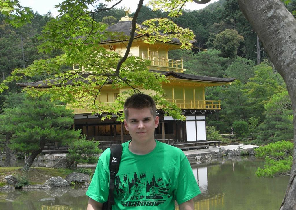Ich vor dem Kinkakuji in Kyoto 2011