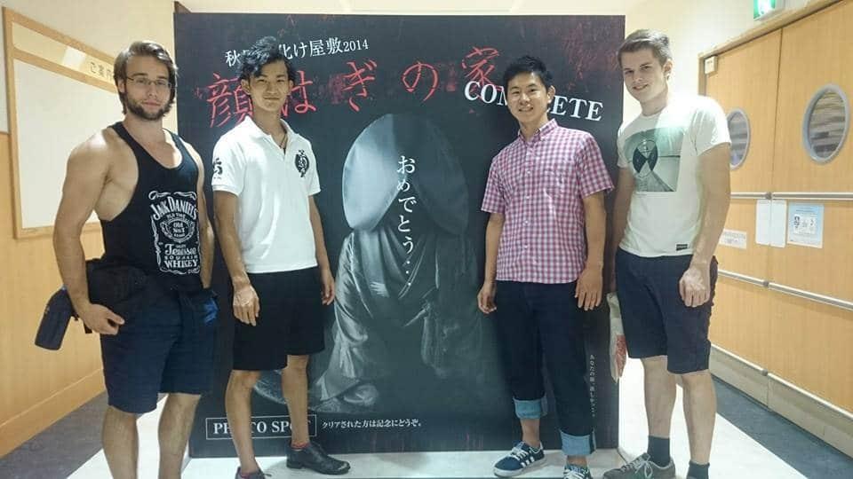 Gruppenbild nach erfolgreichem Besuch eines Obake-Yashiki (Geisterhaus)