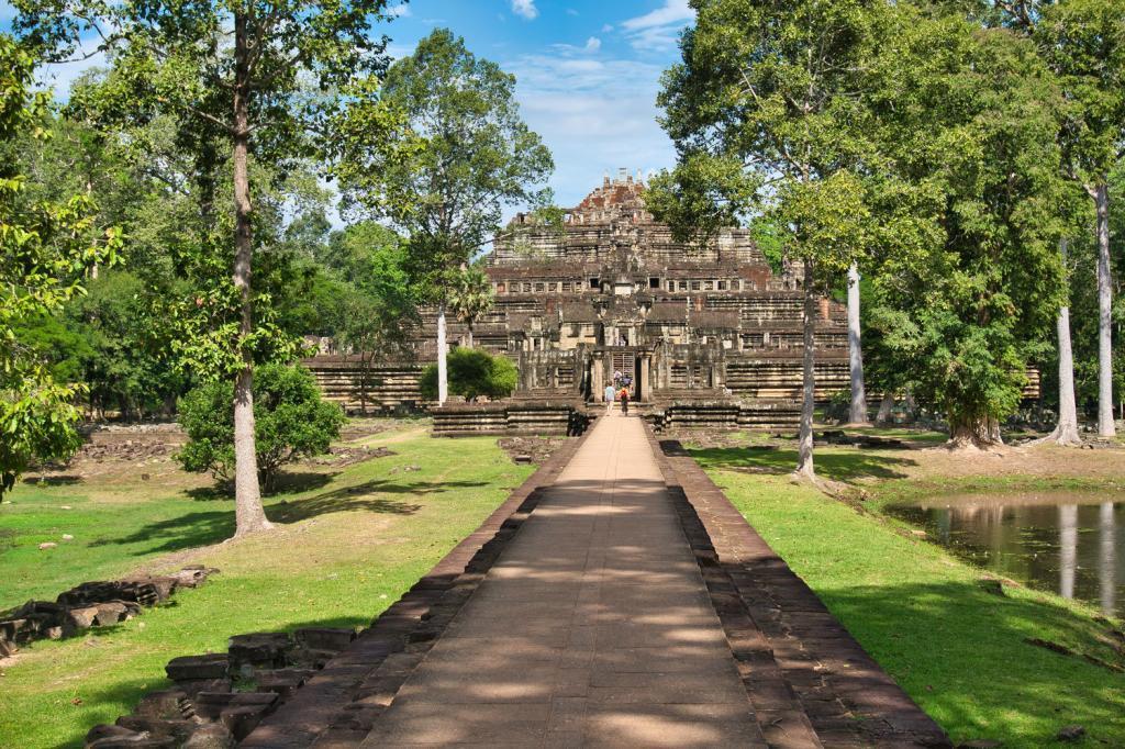 Weg zum Baphuon in Kambodscha