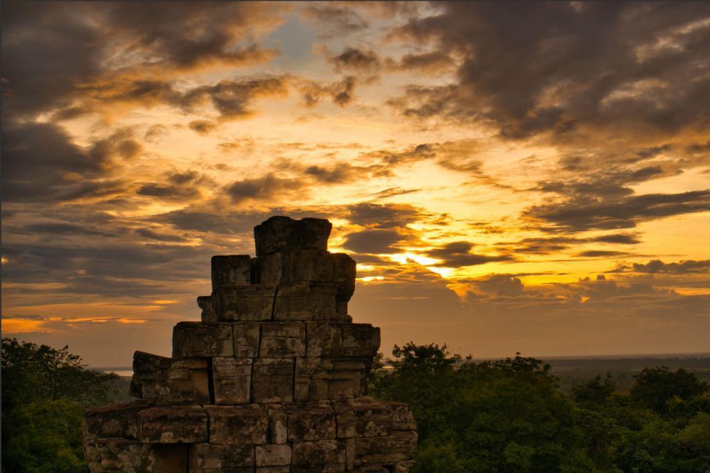 Sonnenuntergang vom Phnom Bakheng in Kambodscha