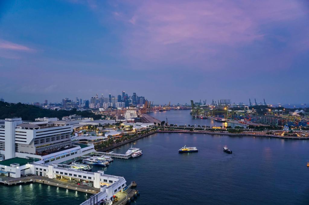 Aussicht auf Singapur vom Cable Car mit Yachten