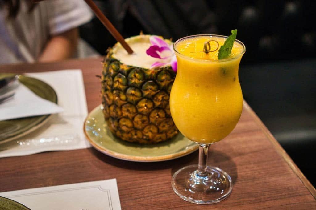 Ananas und Mango Drink im Siam Paragon in Thailand