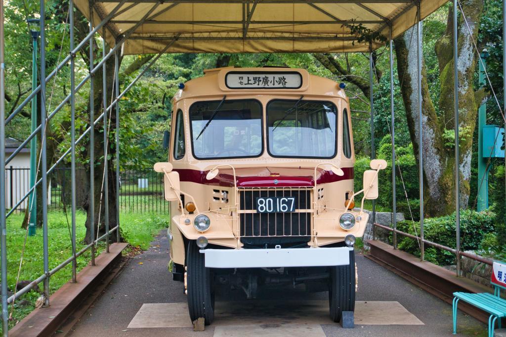 Alter Bus im Museum.