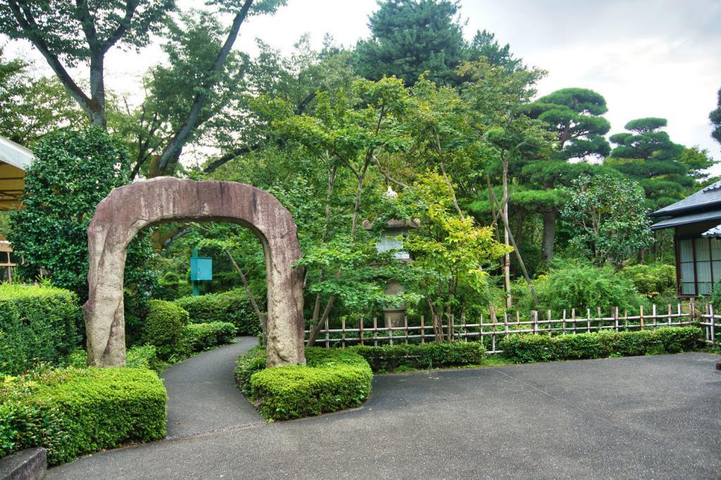 Eingang zum Garten der Mitsui Residenz.