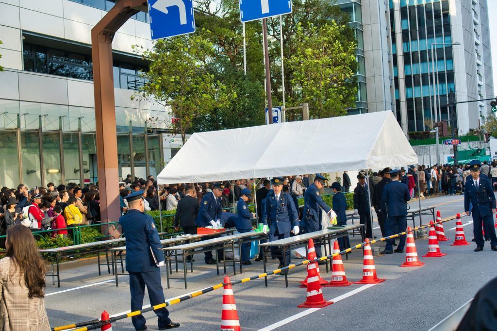 Polizisten sichern die Kaiserparade.