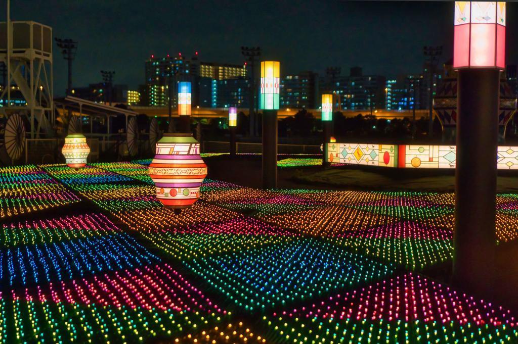 Illumination an der Pferderennbahn in Tokio: Abstrake Kunst aus Lichtern.