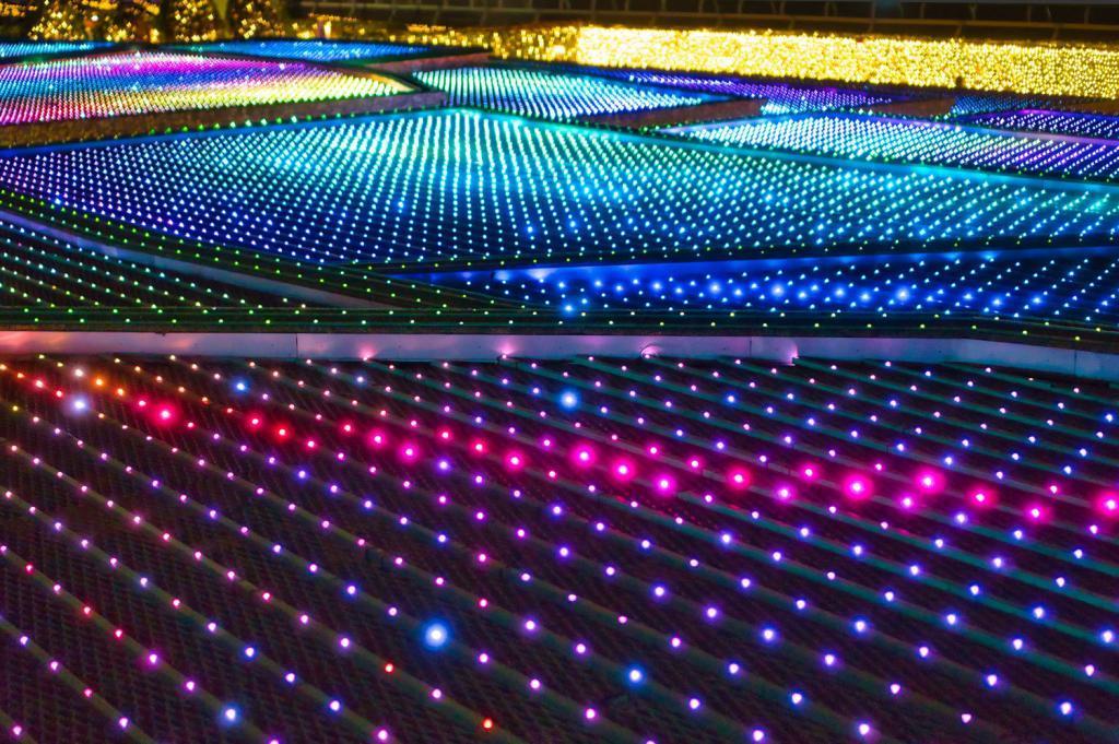Illumination an der Pferderennbahn in Tokio: Ein Reisfeld aus Licht.