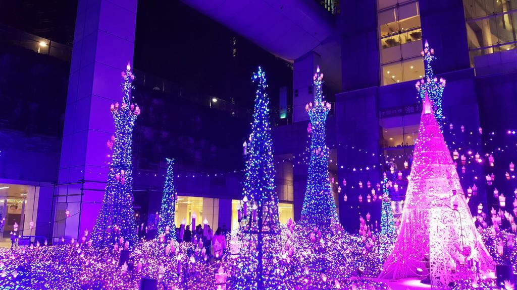 Illumination vor dem Caretta Shiodome Einkaufszentrum.