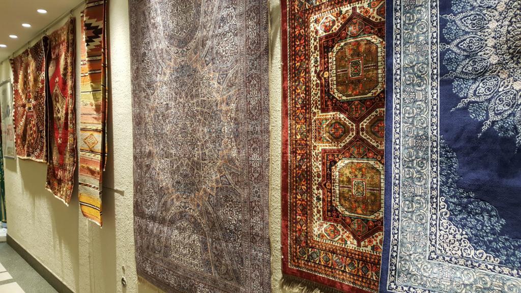 Orientalische Teppiche im Caretta Shiodome.
