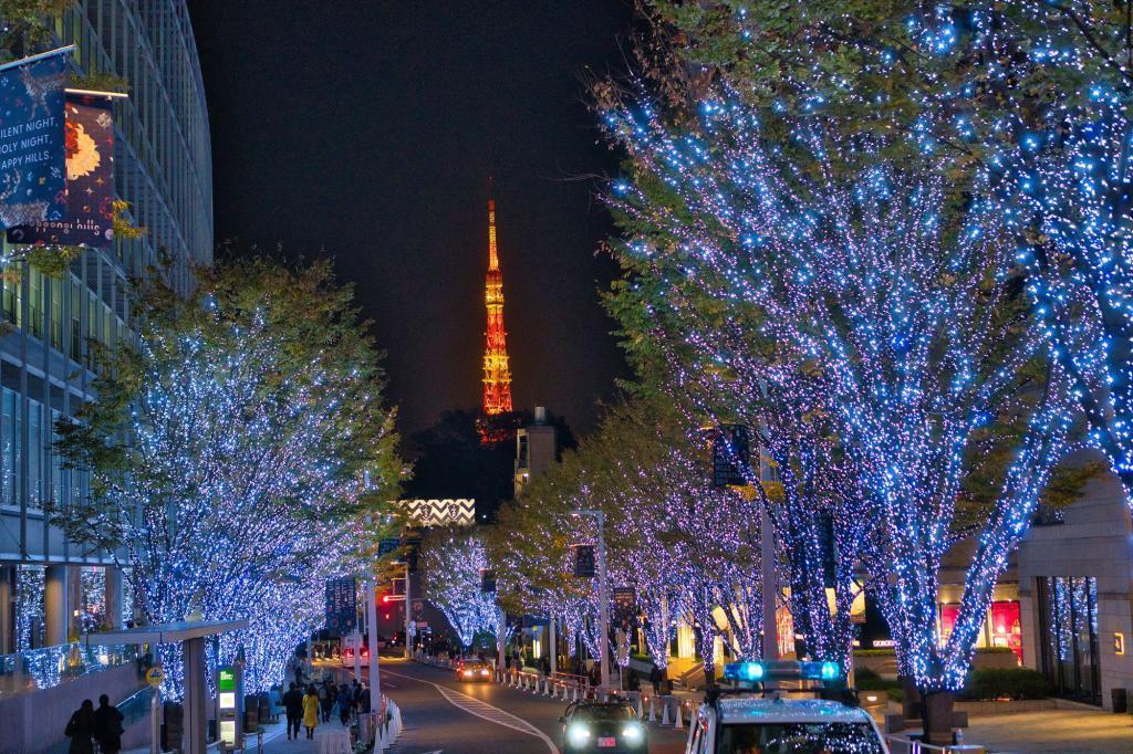 Bild von der Illumination am Roppongi Hills Einkaufszentrum mit Blick auf den Tokyo Tower.