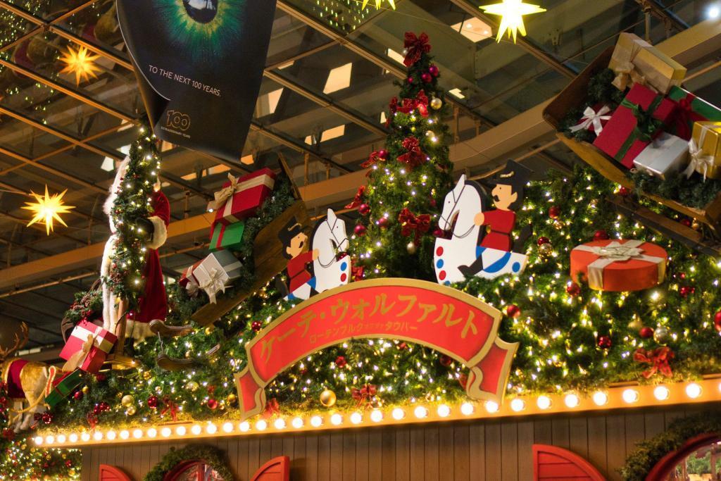 Laden von Käthe Wohlfahrt auf dem Weihnachtsmarkt am Roppongi Hills Einkaufszentrum.