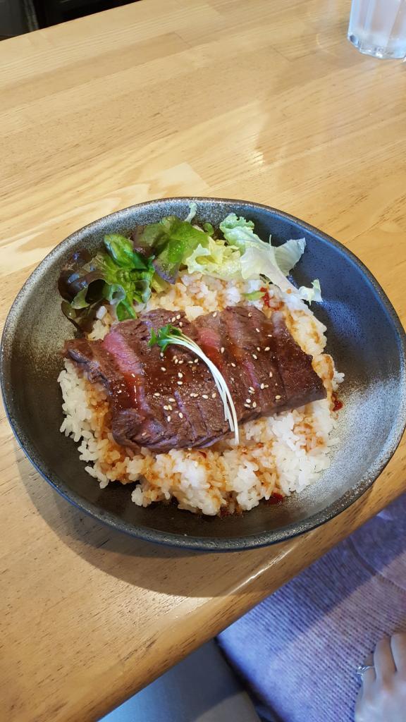 Kōbe-Beef auf Reis.