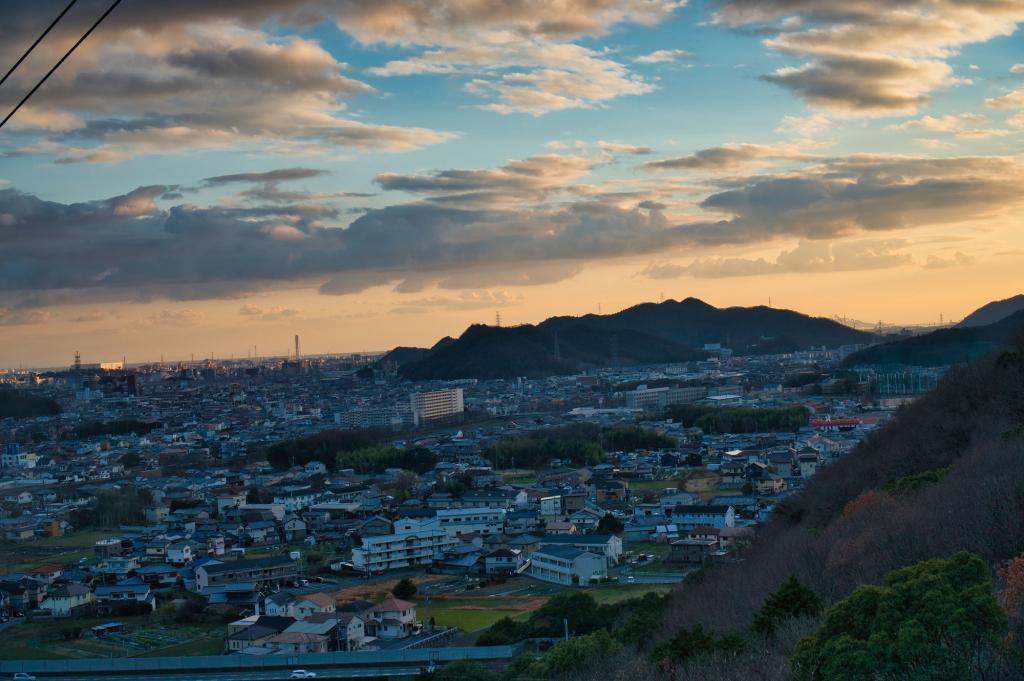 Sonnenuntergang aus der Seilbahn vom Berg Shoshazan in Himeji.