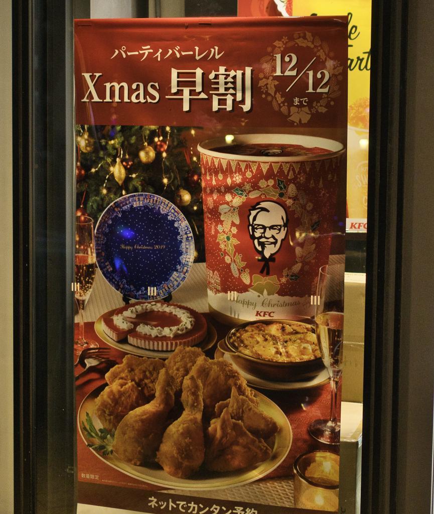 Werbung an einem KFC Restaurant für das Weihnachtsmenü