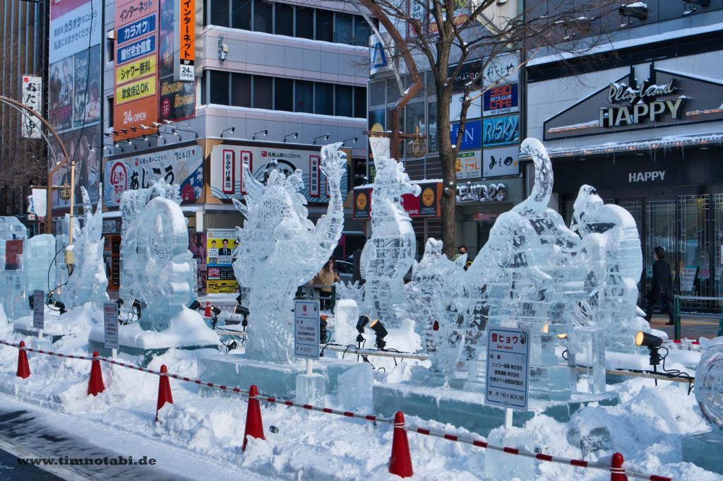 Bild mehrerer Eisskultpuren in Sapporo