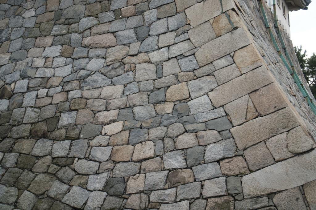 Bild des Steinwalls der Burg Nagoya