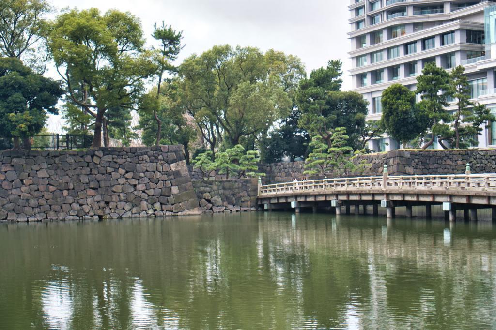Bild des Wasser-Burggrabens von Burg Edo
