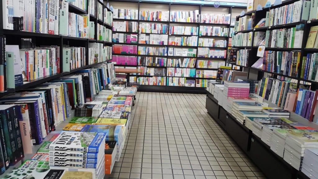 Japanische Universitäten haben oft einen Campus, wie hier zum Beispiel mit einem Buchladen.