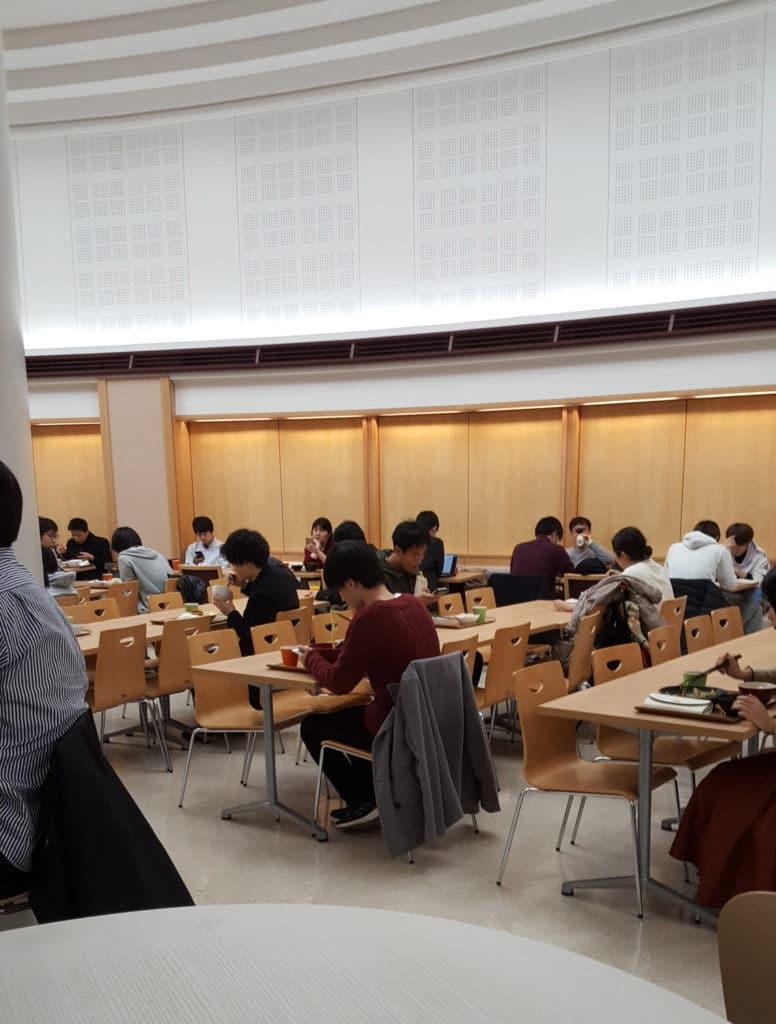 Japanische Universitäten: Mensa der Universität Tokio.