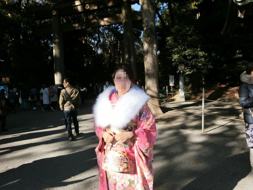 Eine Japanerin mit einem Furisode