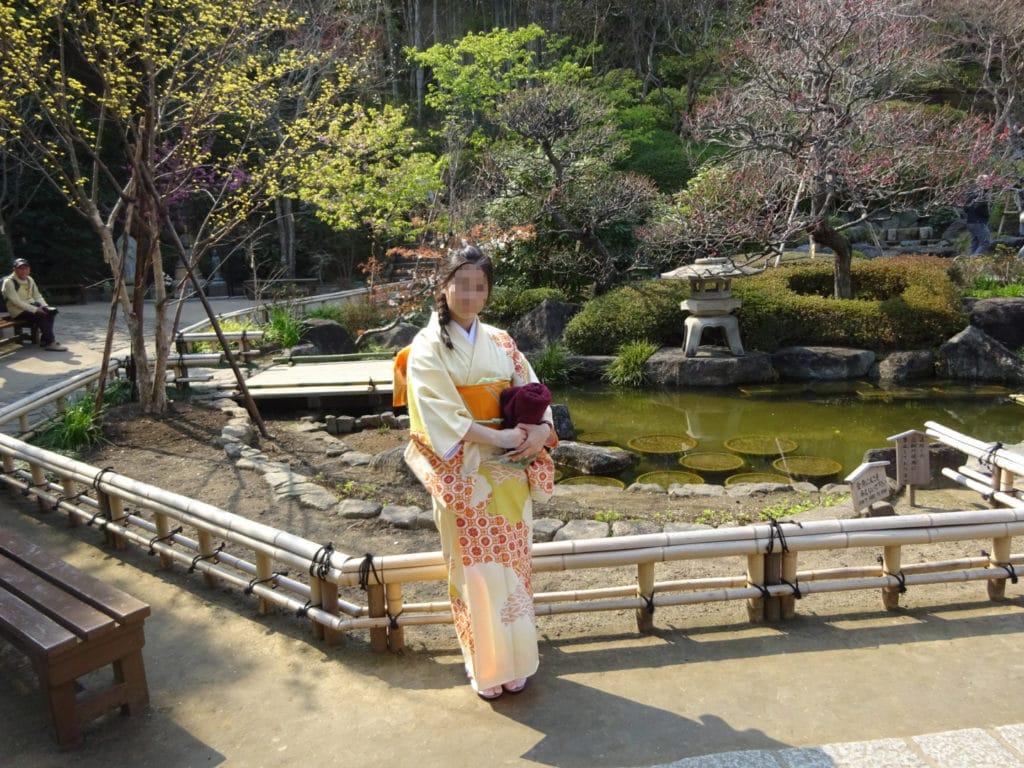 Eine Japanerin mit einem Homongi