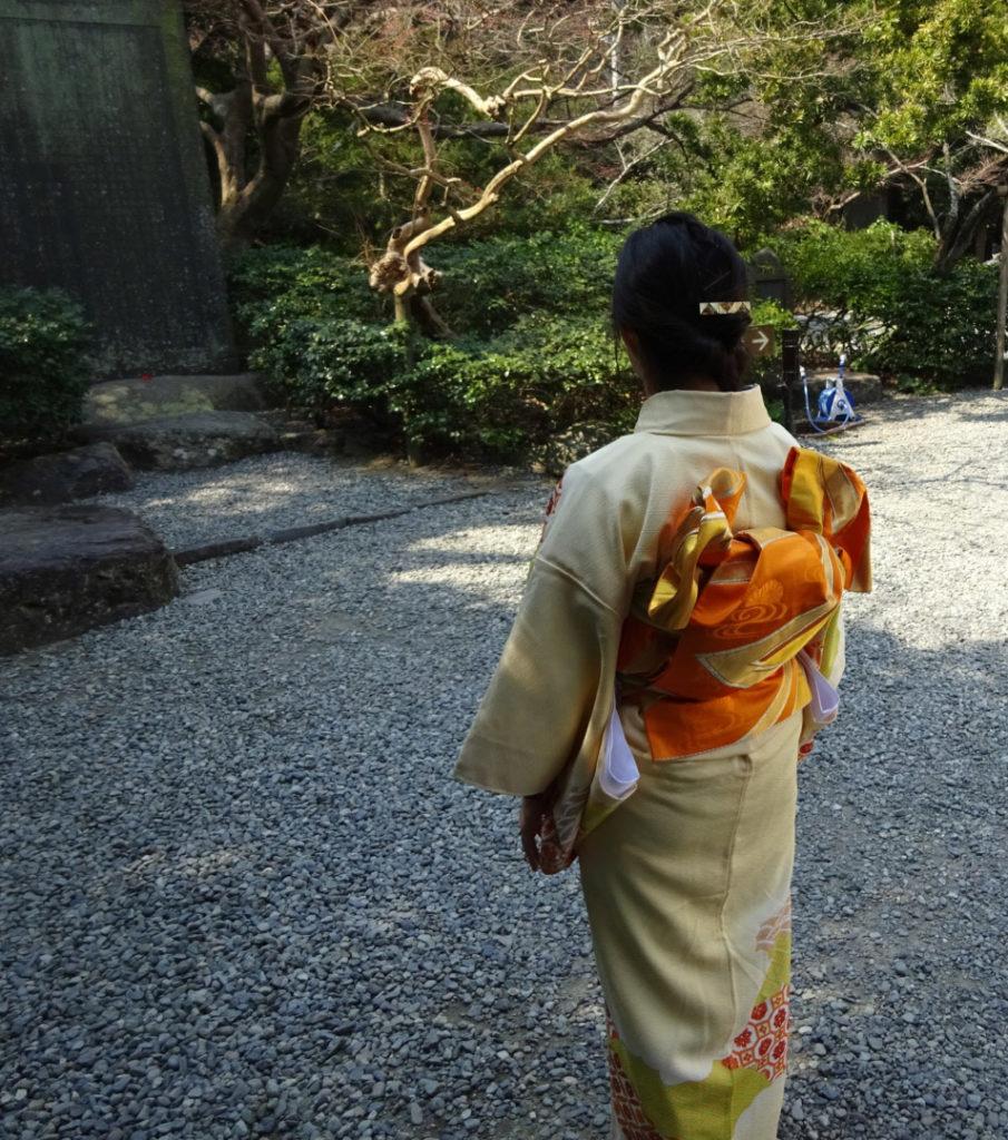 Japanerin mit einem Homongi (Rückseite)