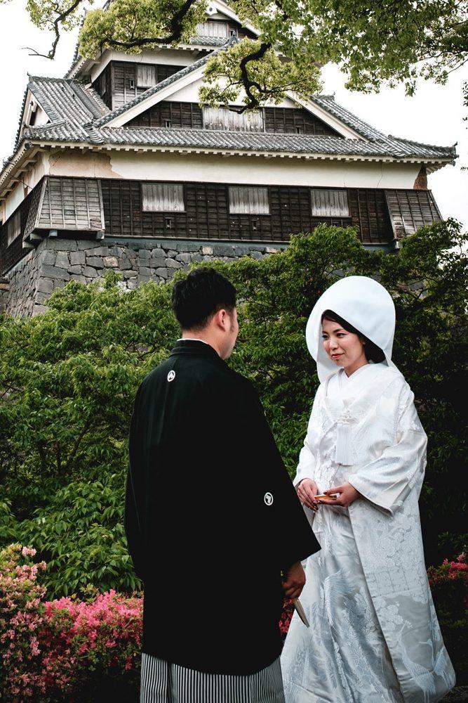 Japanische Hochzeits: Die Braut trägt einen Shiromuku.