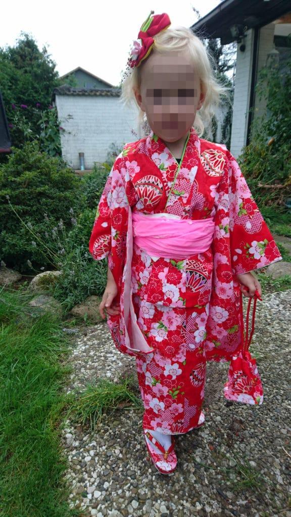 Variante des Kimono: meine Nichte trägt einen Yukata